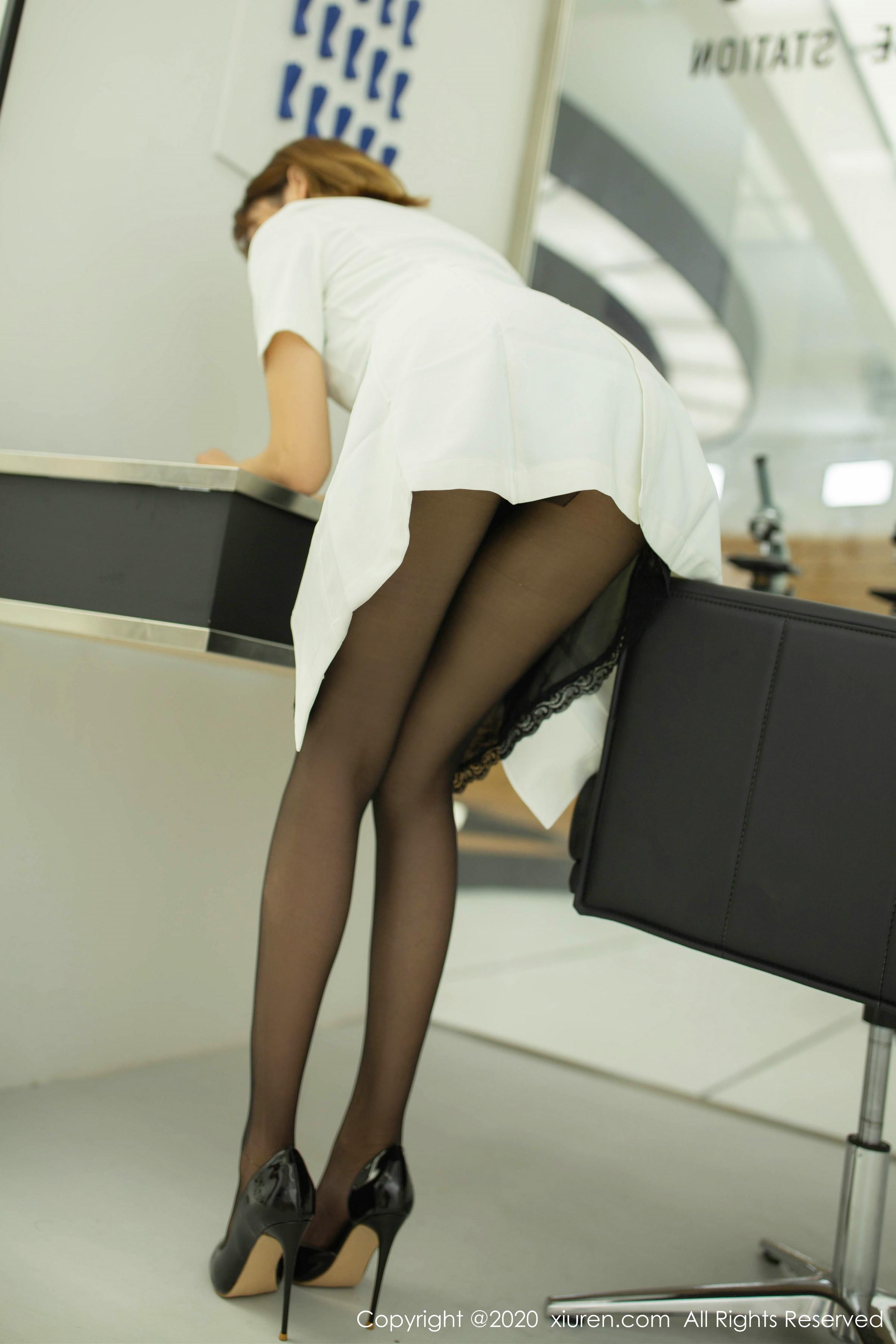 陆萱萱 萱萱Cecilia实验室美女写真职场白衬衫与丝袜黑丝包裹美腿暗香涌动