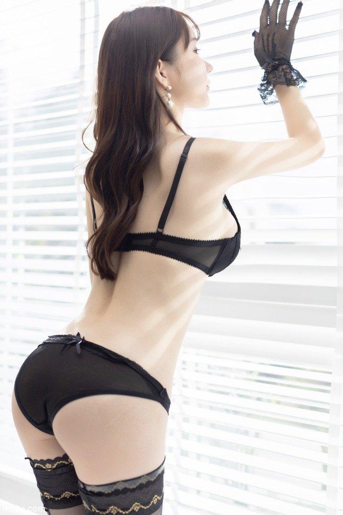 香艳尤物周于希浴室上演激情大片 黑色内衣极致妩媚