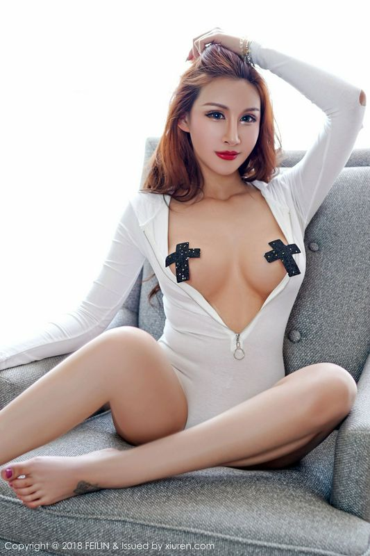 性感模特曼苏拉娜苗条身段窈窕玲珑